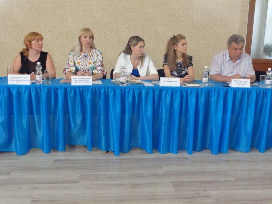 Как и где выпускнику найти работу: в ДонНТУ Красноармейска прошла ярмарка вакансий (фото) - фото 1