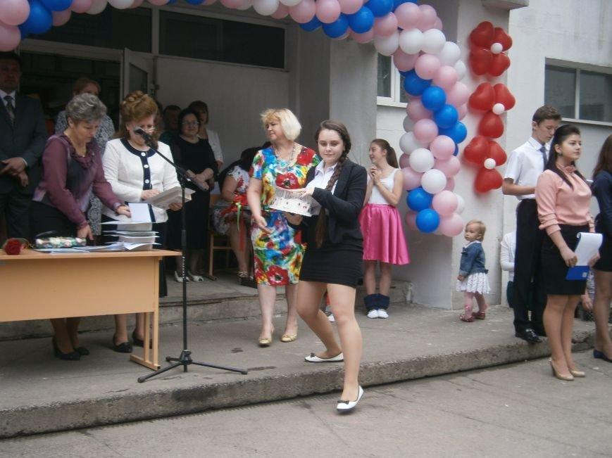 Для школьников Красноармейска и Димитрова прозвенел последний звонок (ОБНОВЛЯЕТСЯ) (фото) - фото 41