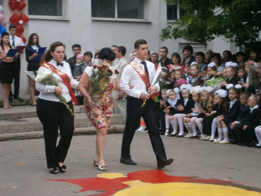Для школьников Красноармейска и Димитрова прозвенел последний звонок (ОБНОВЛЯЕТСЯ) (фото) - фото 35