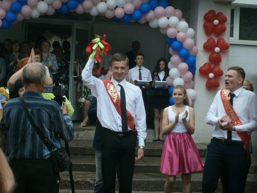 Для школьников Красноармейска и Димитрова прозвенел последний звонок (ОБНОВЛЯЕТСЯ) (фото) - фото 47