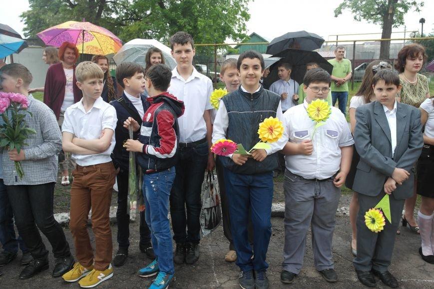 Для школьников Красноармейска и Димитрова прозвенел последний звонок (фото) - фото 8