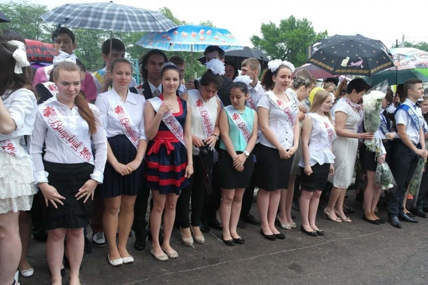 Для школьников Красноармейска и Димитрова прозвенел последний звонок (фото) - фото 1