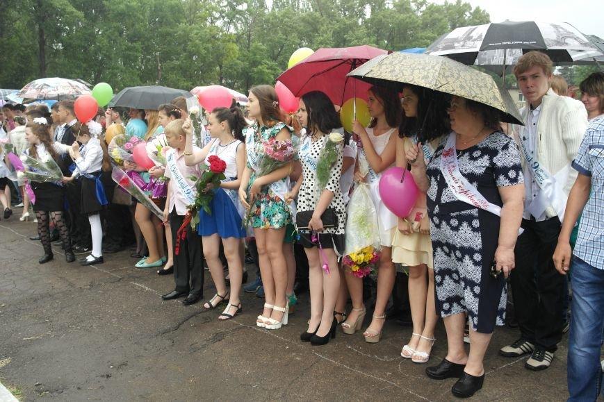 Для школьников Красноармейска и Димитрова прозвенел последний звонок (фото) - фото 2
