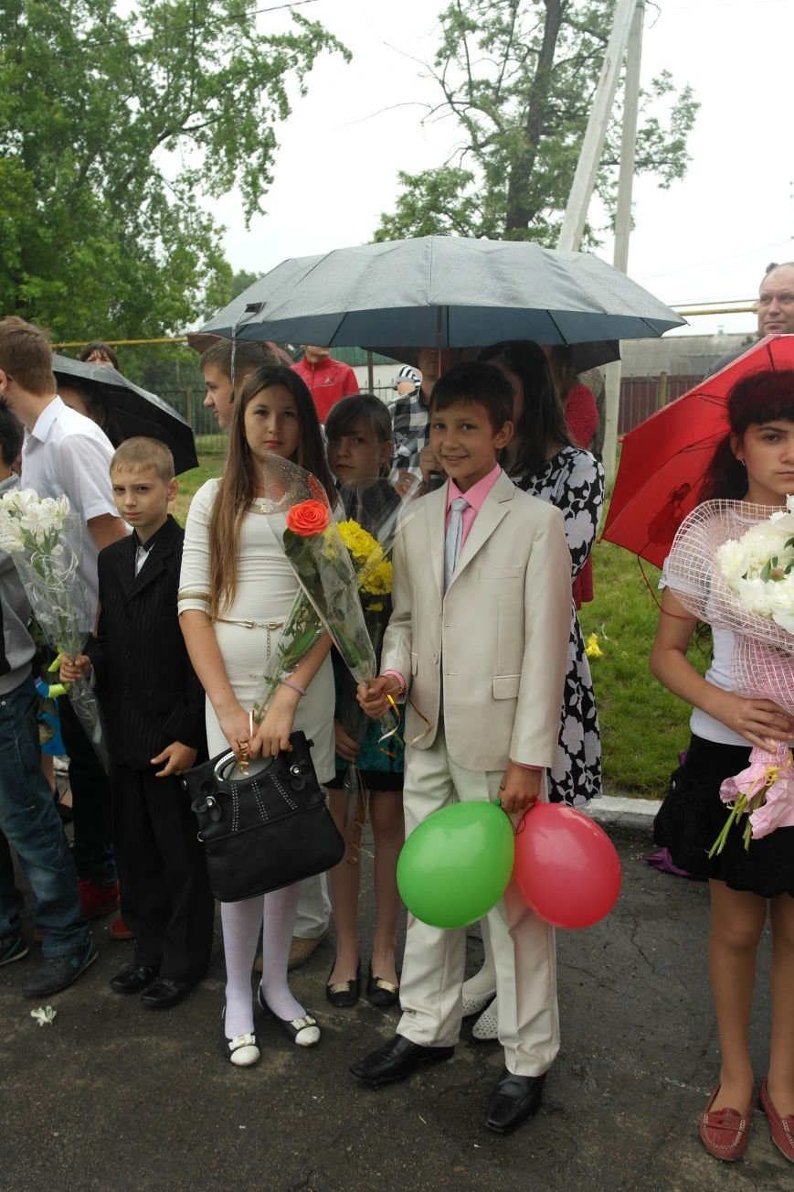 Для школьников Красноармейска и Димитрова прозвенел последний звонок (фото) - фото 7
