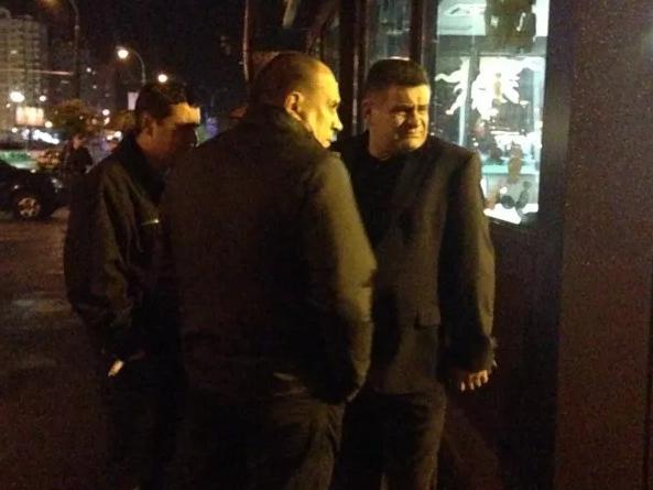 На Оболони ночью в магазине Roshen прогремел взрыв (ФОТО) (фото) - фото 3