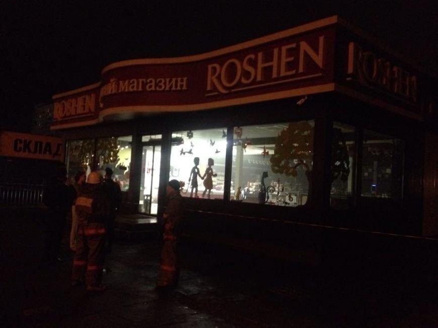 На Оболони ночью в магазине Roshen прогремел взрыв (ФОТО) (фото) - фото 1