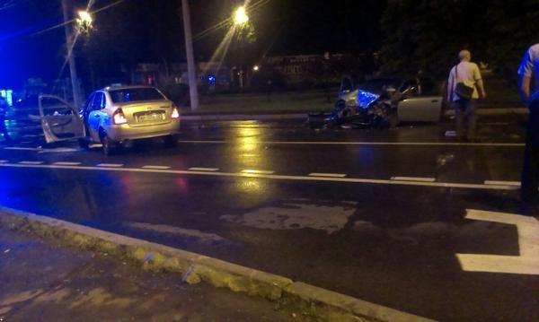 В Донецке пьяные боевики врезались в такси - водитель погиб (фото) - фото 2