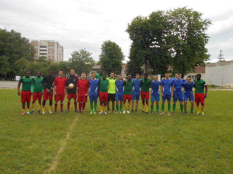 В Івано-Франківську майбутні правоохоронці та студенти з Камеруну зіграли у футбол (ФОТО) (фото) - фото 3