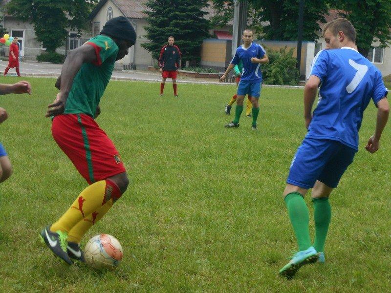 В Івано-Франківську майбутні правоохоронці та студенти з Камеруну зіграли у футбол (ФОТО) (фото) - фото 2