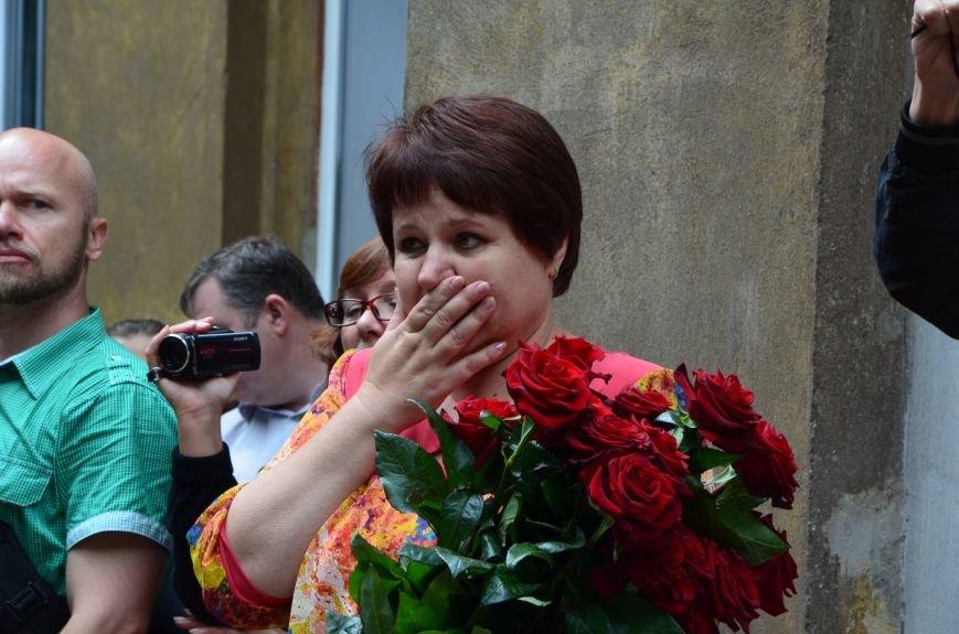 В Мариуполе прозвенели последние звонки (ФОТОРЕПОРТАЖ), фото-39