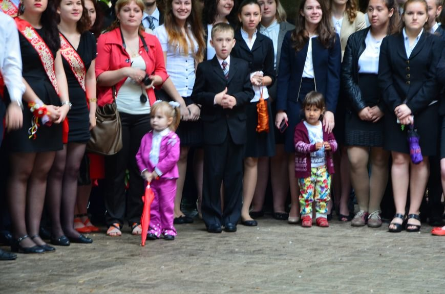 В Мариуполе прозвенели последние звонки (ФОТОРЕПОРТАЖ), фото-33