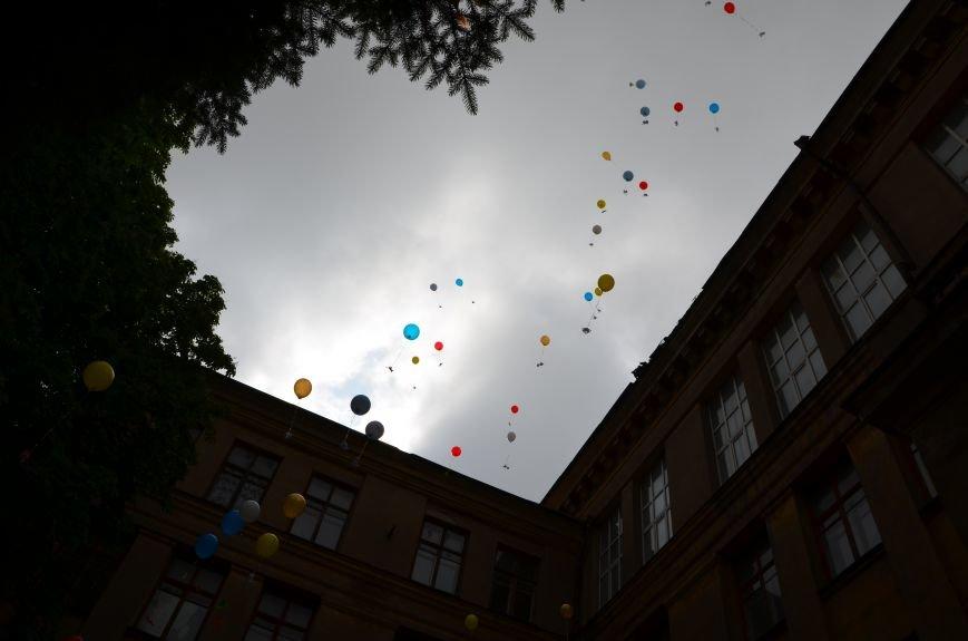 В Мариуполе прозвенели последние звонки (ФОТОРЕПОРТАЖ), фото-21