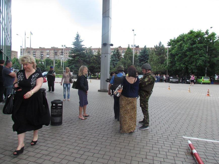 Мариупольский ТЦ «Обжора» оцеплен людьми с оружием (ОБНОВЛЕНО,ФОТО), фото-1