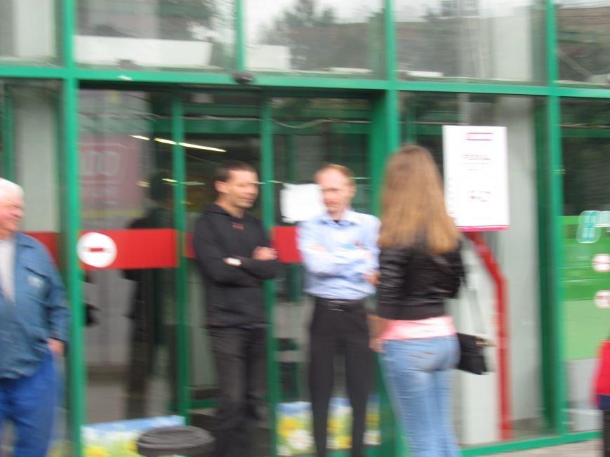 Мариупольский ТЦ «Обжора» оцеплен людьми с оружием (ОБНОВЛЕНО,ФОТО), фото-7