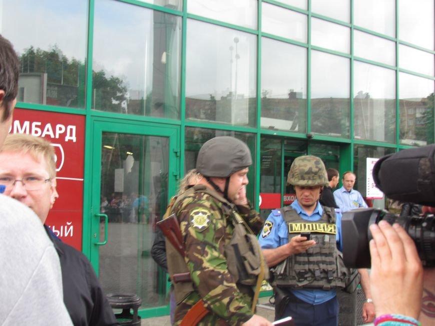 Мариупольский ТЦ «Обжора» оцеплен людьми с оружием (ОБНОВЛЕНО,ФОТО), фото-5