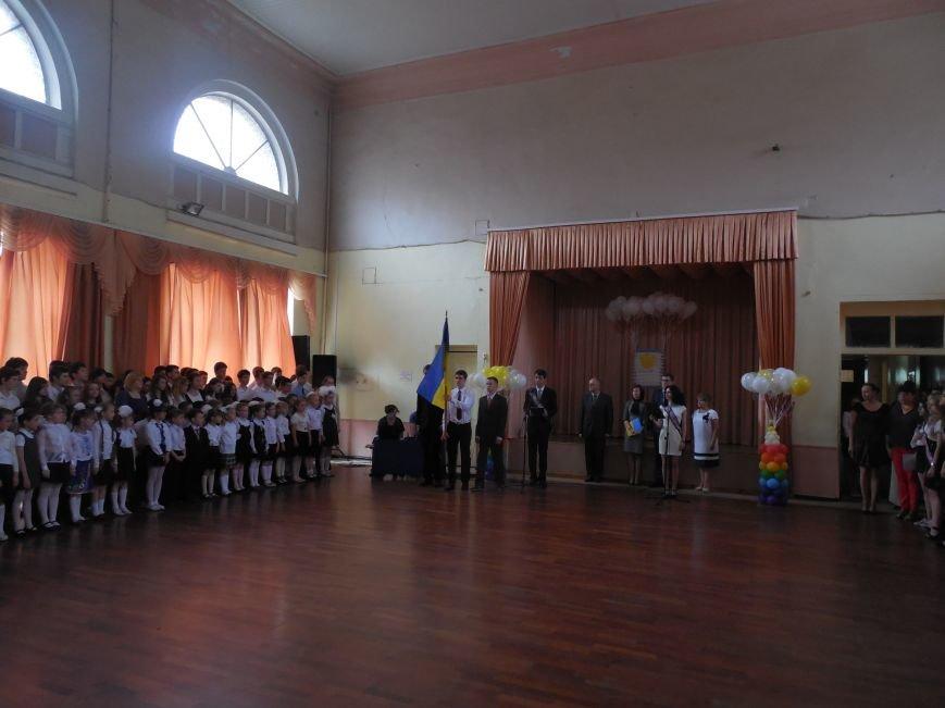 В харьковских школах сегодня звенят последние звонки (ФОТО) (фото) - фото 1