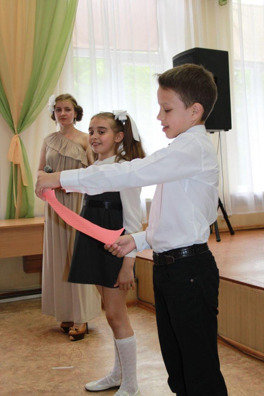 Праздник грусти и радости в Артемовской школе искусств (фото) - фото 1