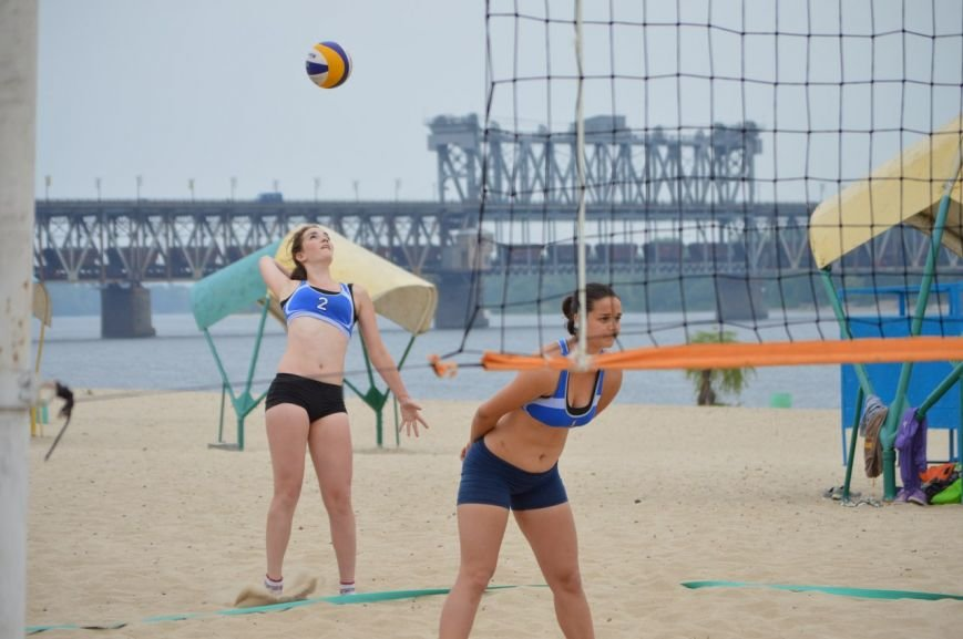 В Кременчуге состоялся Чемпионат области по пляжному волейболу (результаты и фотографии) (фото) - фото 1