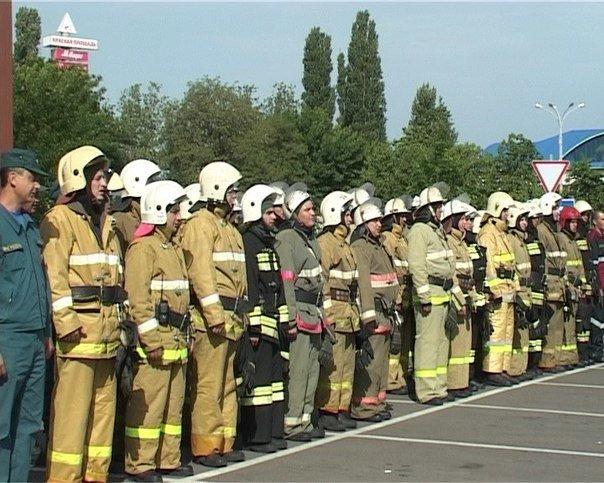Пожарные Армавира тушили кинозал в ТРЦ «Красная площадь» (фото) - фото 1