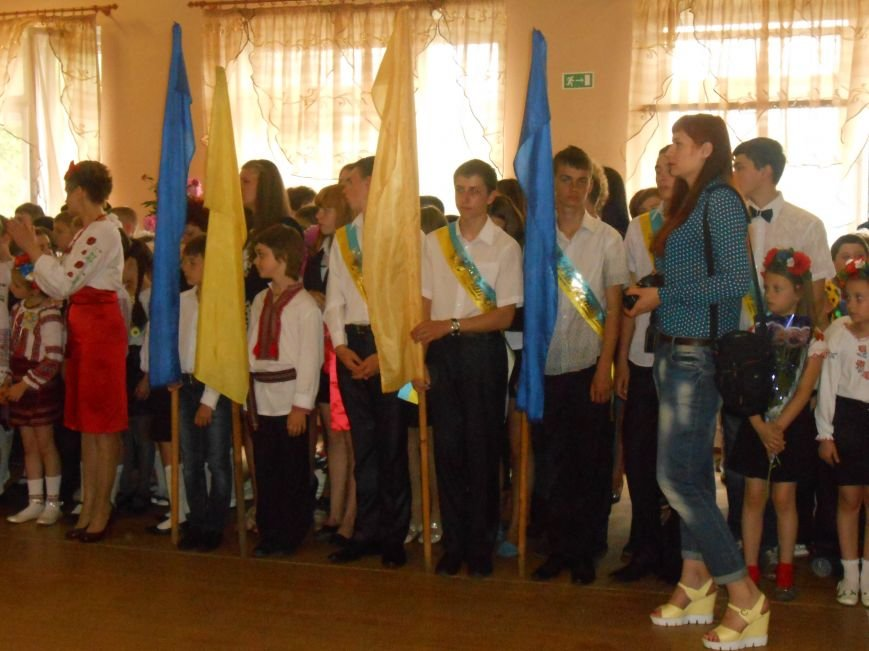 Как в Днепродзержинске отметили праздник последнего звонка (фото) - фото 4
