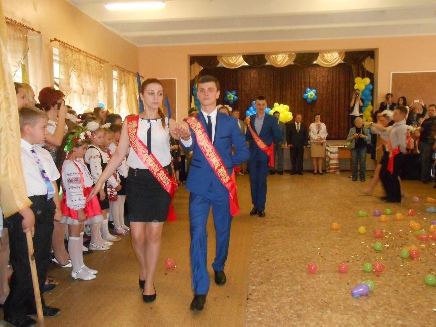 Как в Днепродзержинске отметили праздник последнего звонка (фото) - фото 12