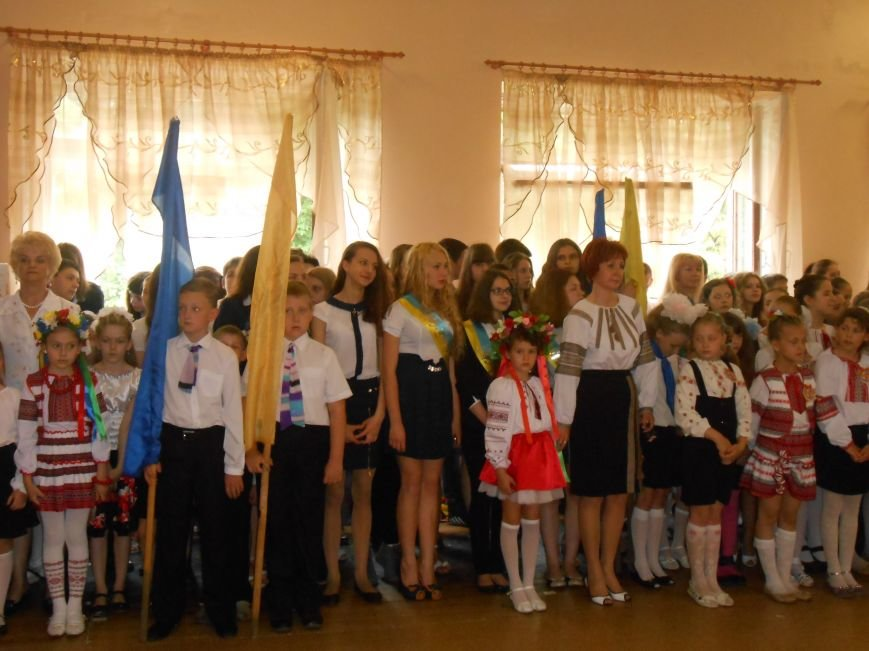 Как в Днепродзержинске отметили праздник последнего звонка (фото) - фото 8