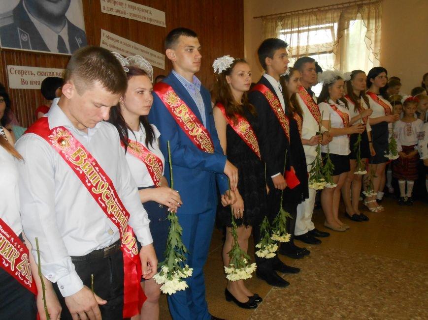 Как в Днепродзержинске отметили праздник последнего звонка (фото) - фото 1