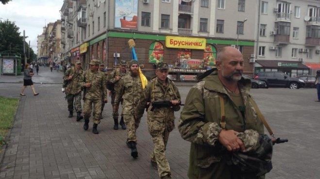 Бойцы ВСУ идут в Мариуполь пешком (ФОТО), фото-1