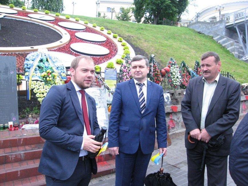 В Киеве на аллее Героев Небесной Сотни обновили цветочные часы (ФОТО) (фото) - фото 1