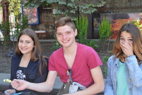 В Івано-Франківську відбулася бартерна акція «Ви нам цигарку - ми вам цукерку» (ФОТО) (фото) - фото 2