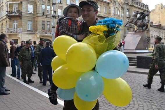 Львівські правоохоронці повернулись із зони АТО (ФОТОРЕПОРТАЖ) (фото) - фото 3