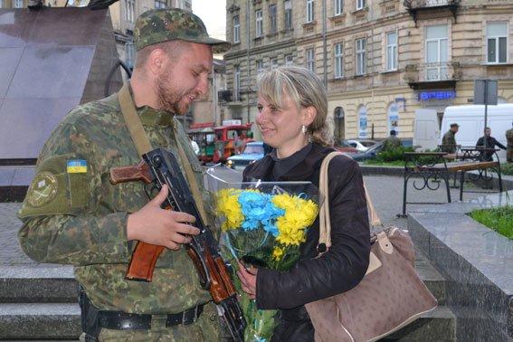 Львівські правоохоронці повернулись із зони АТО (ФОТОРЕПОРТАЖ) (фото) - фото 4