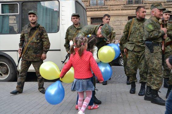 Львівські правоохоронці повернулись із зони АТО (ФОТОРЕПОРТАЖ) (фото) - фото 1