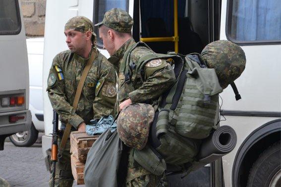Львівські правоохоронці повернулись із зони АТО (ФОТОРЕПОРТАЖ) (фото) - фото 5