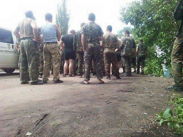 «Забытым» бойцам 17-й танковой начали оформлять документы участника боевых действий (фото) - фото 1