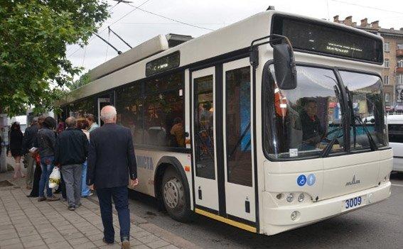 В николаевском троллейбусе милиция искала взрывчатку (ФОТО) (фото) - фото 1