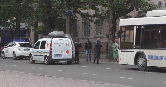 В николаевском троллейбусе милиция искала взрывчатку (ФОТО) (фото) - фото 4