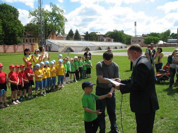 Спортивні змагання для малечі до Дня захисту дітей (фото) - фото 4