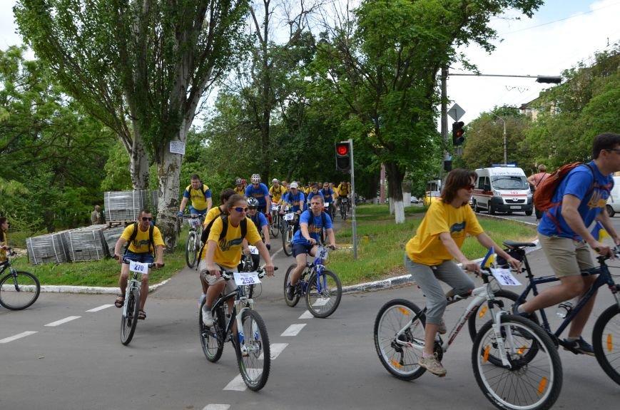 В Мариуполе велосипедисты создали живой флаг Украины (ФОТОРЕПОРТАЖ), фото-42