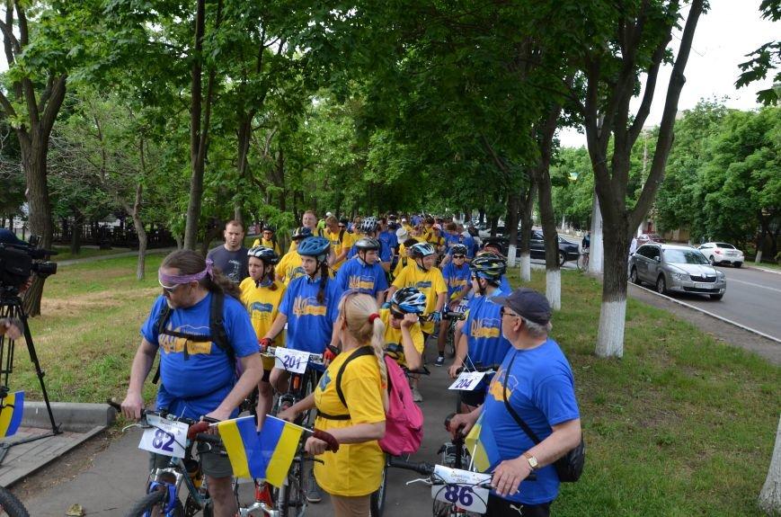 В Мариуполе велосипедисты создали живой флаг Украины (ФОТОРЕПОРТАЖ), фото-24