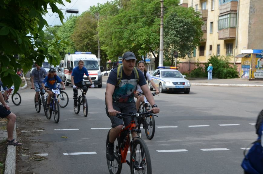 В Мариуполе велосипедисты создали живой флаг Украины (ФОТОРЕПОРТАЖ), фото-65