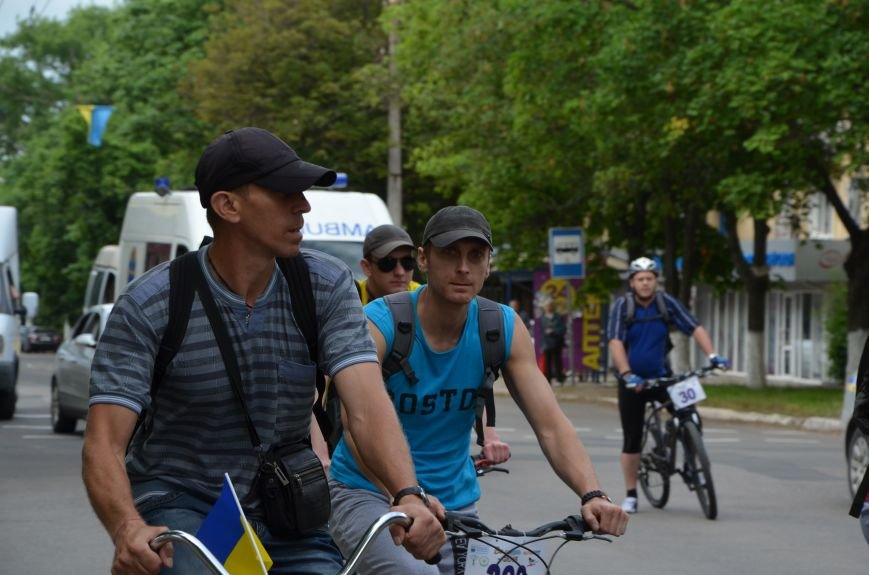 В Мариуполе велосипедисты создали живой флаг Украины (ФОТОРЕПОРТАЖ), фото-50