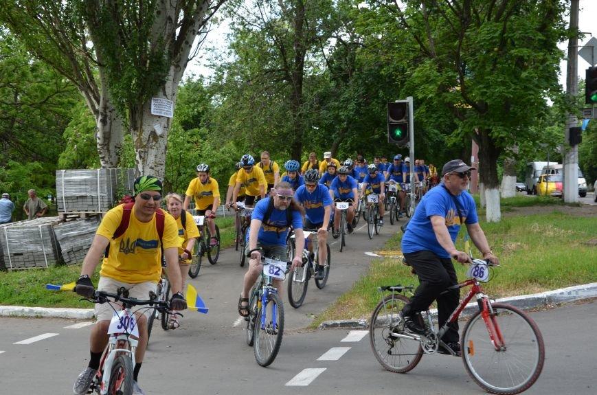 В Мариуполе велосипедисты создали живой флаг Украины (ФОТОРЕПОРТАЖ), фото-34