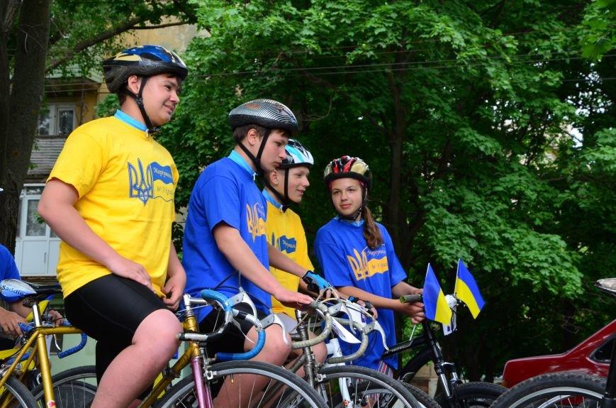 В Мариуполе велосипедисты создали живой флаг Украины (ФОТОРЕПОРТАЖ), фото-23