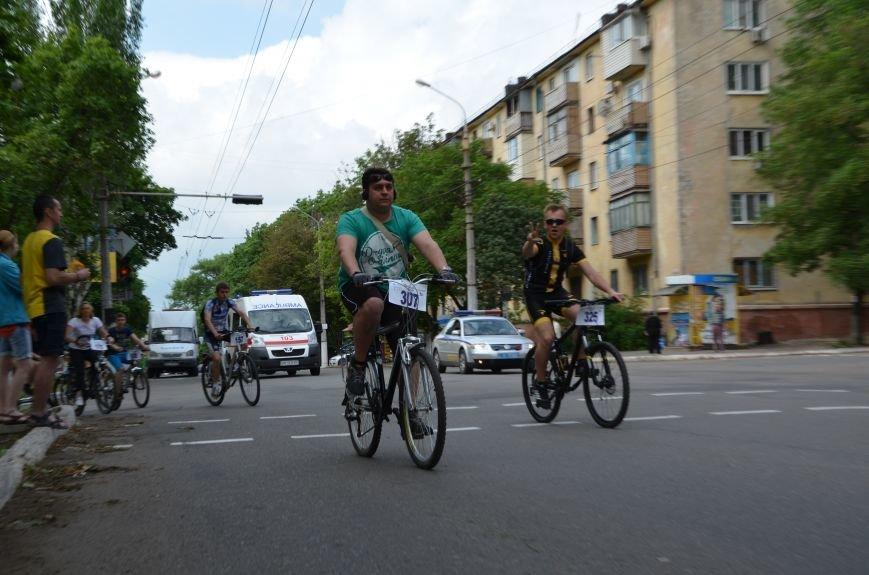 В Мариуполе велосипедисты создали живой флаг Украины (ФОТОРЕПОРТАЖ), фото-56