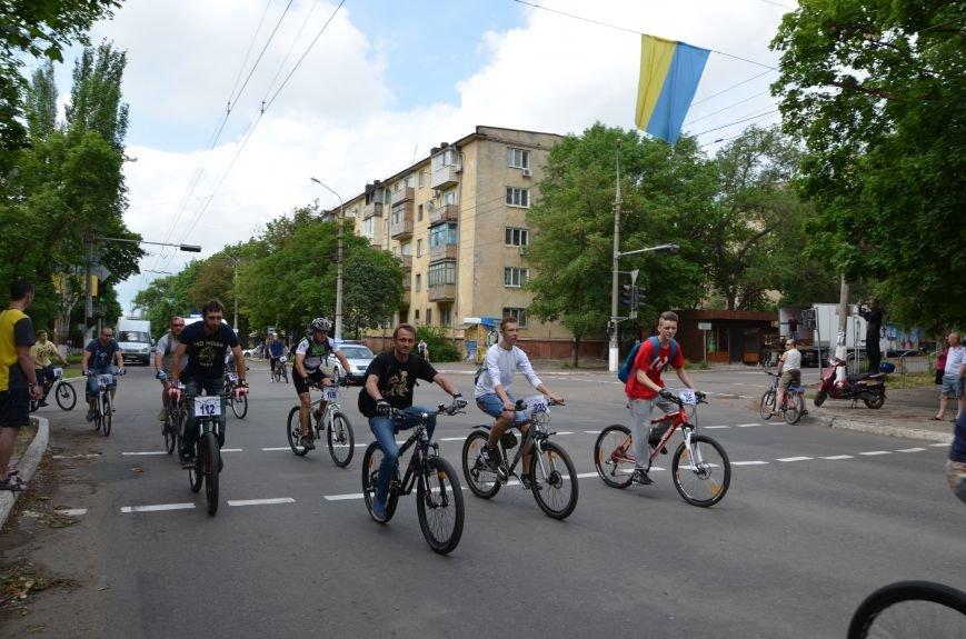 В Мариуполе велосипедисты создали живой флаг Украины (ФОТОРЕПОРТАЖ), фото-52