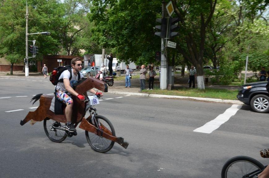 В Мариуполе велосипедисты создали живой флаг Украины (ФОТОРЕПОРТАЖ), фото-66