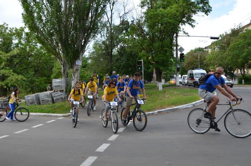 В Мариуполе велосипедисты создали живой флаг Украины (ФОТОРЕПОРТАЖ), фото-41