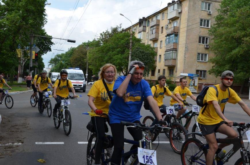 В Мариуполе велосипедисты создали живой флаг Украины (ФОТОРЕПОРТАЖ), фото-43