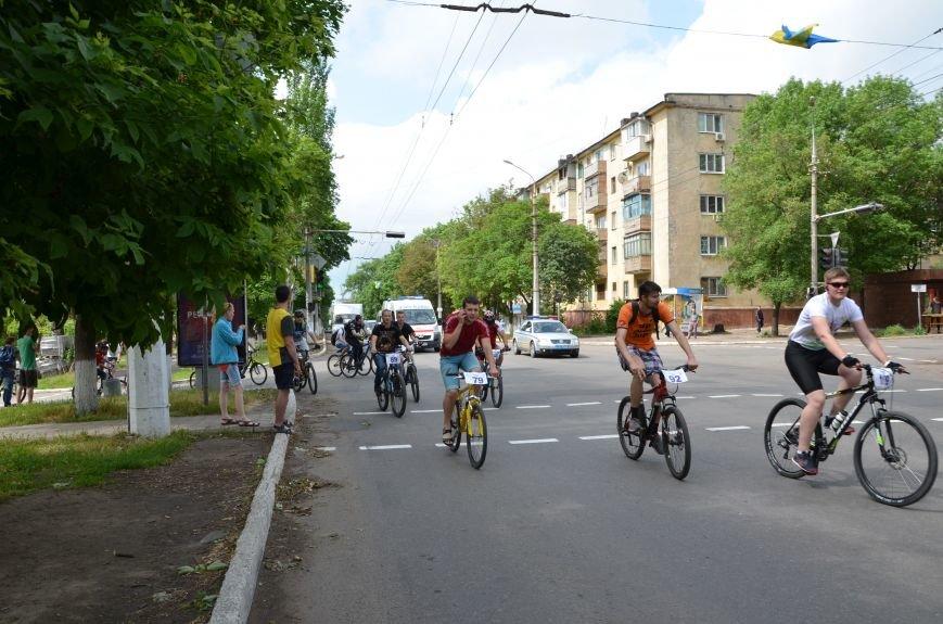 В Мариуполе велосипедисты создали живой флаг Украины (ФОТОРЕПОРТАЖ), фото-61
